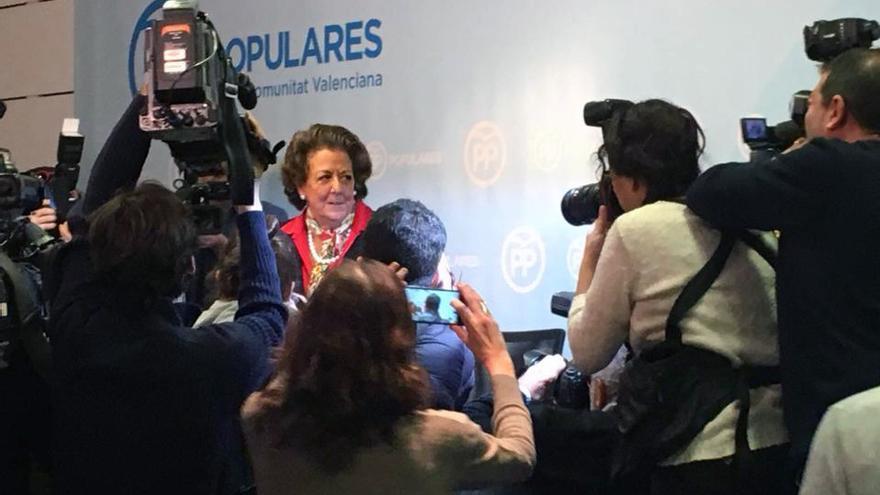 La senadora valenciana Rita Barberá poco antes de comparecer ante los medios de comunicación