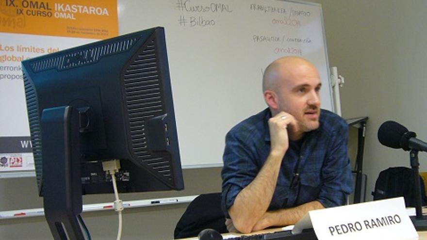 Pedro Ramiro, coordinador de OMAL, durante el curso ofrecido en Bilbao.
