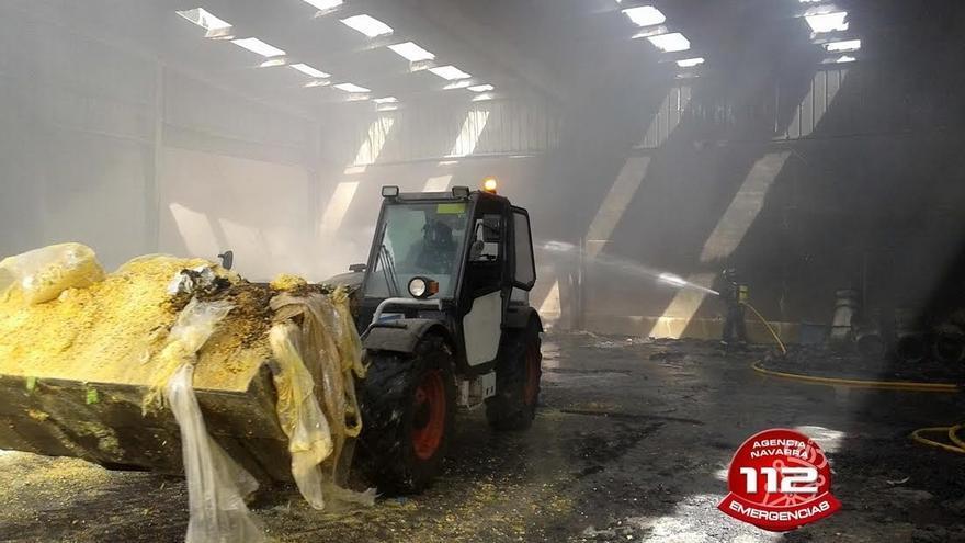 Un incendio causa daños en el almacén de una planta de reciclaje de Andosilla