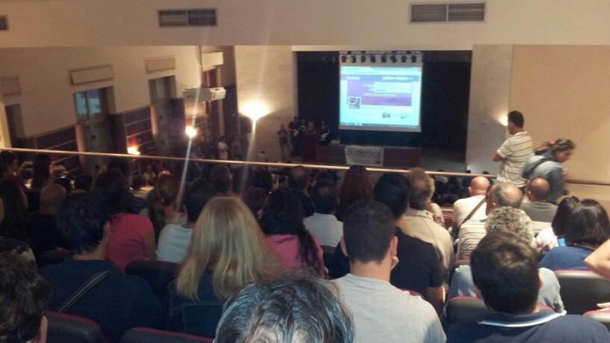 Lleno en el salón de actos de la Facultad de Magisterio de LPGC en la asamblea de Podemos