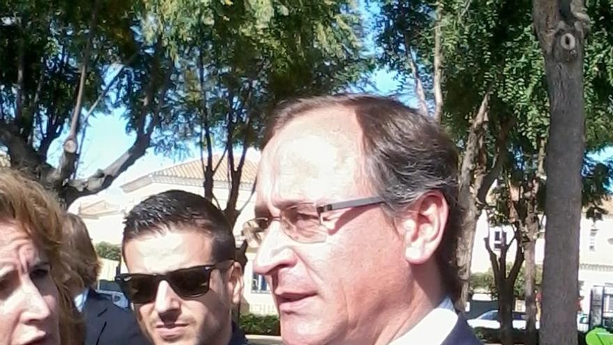 """Alonso critica que Cataluña """"financia la ruptura con España, pero no es capaz de pagar a sus farmacias"""""""