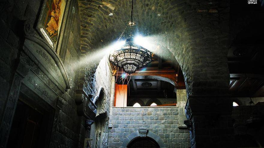 "Barrio Hamidia, Iglesia de Um al-Znnar. ""Lentes de un joven de Homs"". 4 Junio 2013"