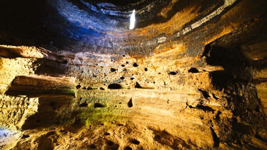 Interior de la Cueva C-6 de Risco Caído, en Arterana. CABILDO DE GRAN CANARIA