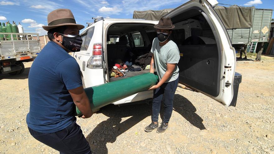 Falta de oxígeno y saturación de hospitales asfixian a dos urbes bolivianas