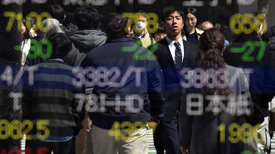 La Bolsa de Tokio baja a la apertura hasta 22.116,61 puntos