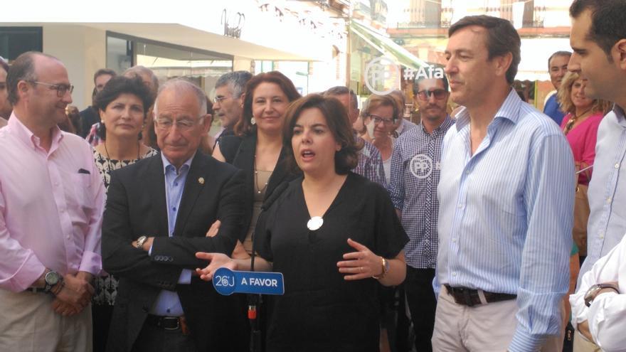 """Sáenz de Santamaría cree que la difusión de las grabaciones pretende que """"se paren"""" las investigaciones por el 9N"""