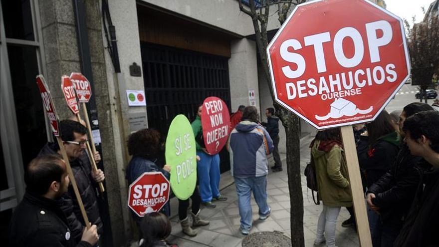 Stop Desahucios hace un escrache en Ourense ante la casa de un diputado PP