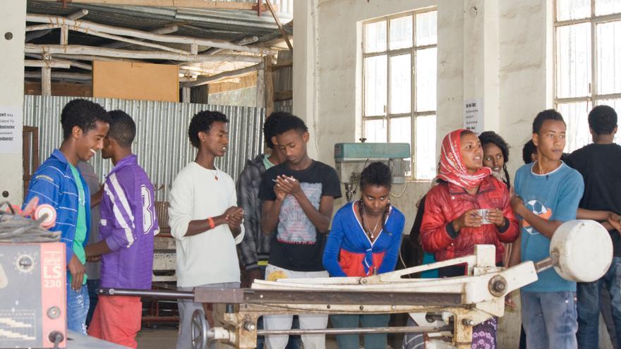 La Fundación cuenta con una escuela en la que forma a 700 jóvenes en formación profesional.