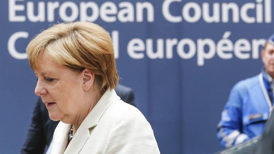 Merkel: No habrá negociaciones informales ni formales sin solicitud británica