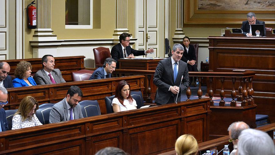 Fernando Clavijo en un pleno del Parlamento de Canarias