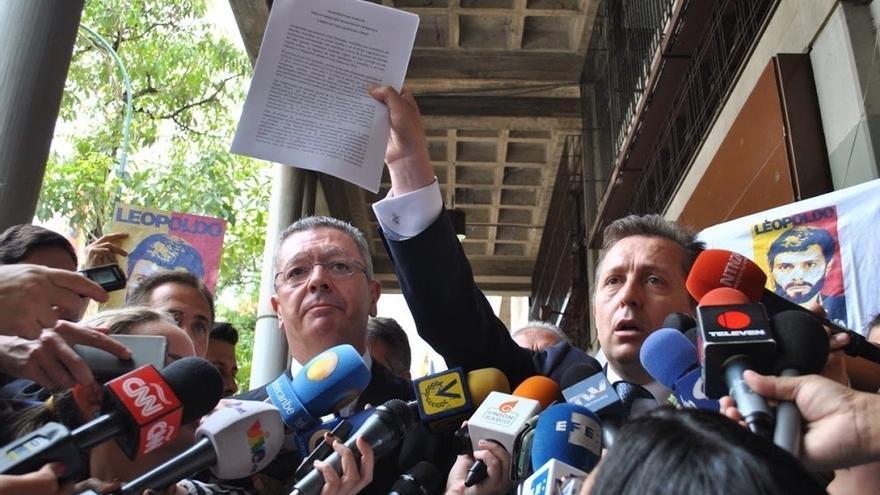"""Gallardón dice que el papel de Zapatero en Venezuela no ha sido """"plenamente satisfactorio"""" y llama """"mezquino"""" a Garzón"""
