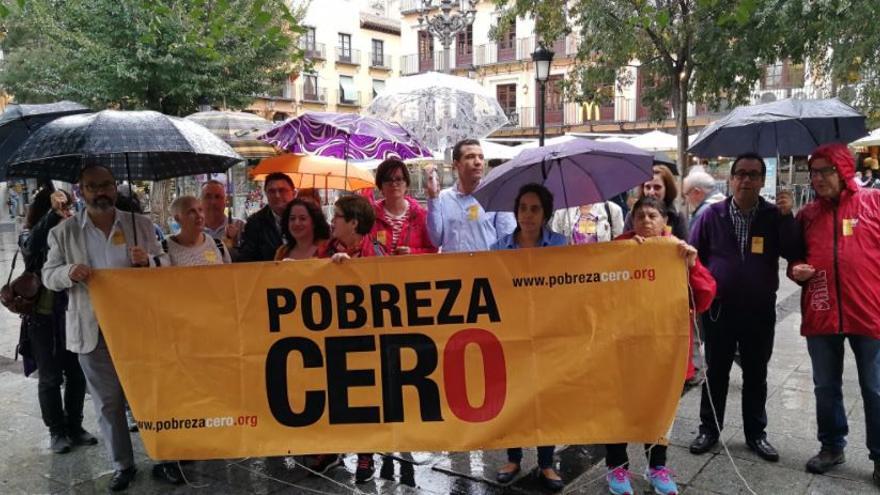 Concentración en Toledo de la Plataforma Pobreza Cero / Ayuntamiento