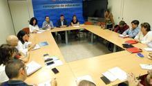 Mañanes, presidiendo una reunión con la Junta de Personal Docente.   Imagen de archivo