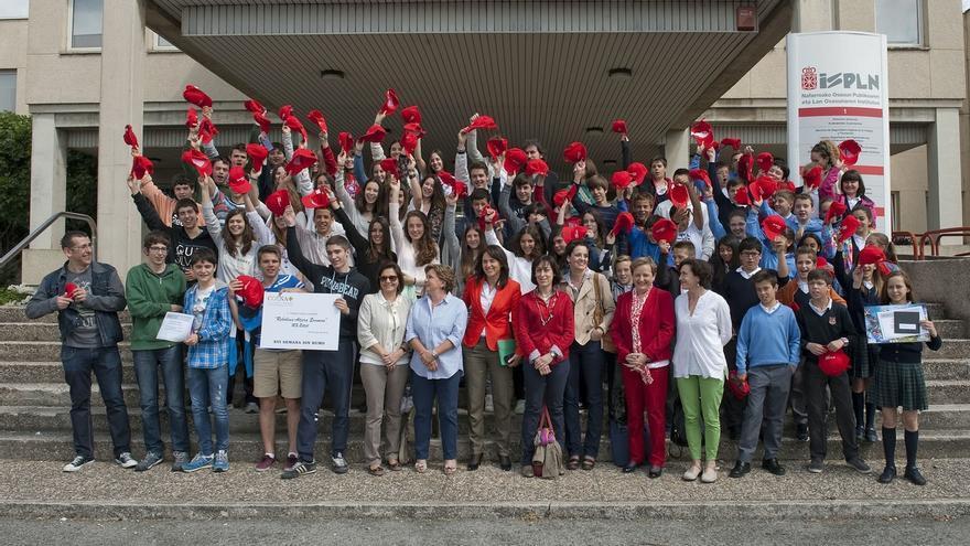 Leyre Antoñanzas y Alba Fernández, ganadoras del concurso de dibujo escolar del Día Mundial sin Tabaco
