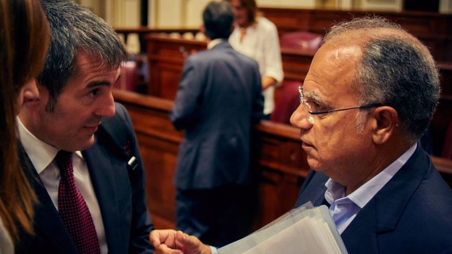 El presidente canario Fernando Clavijo y el diputado autonómico Casimiro Curbelo