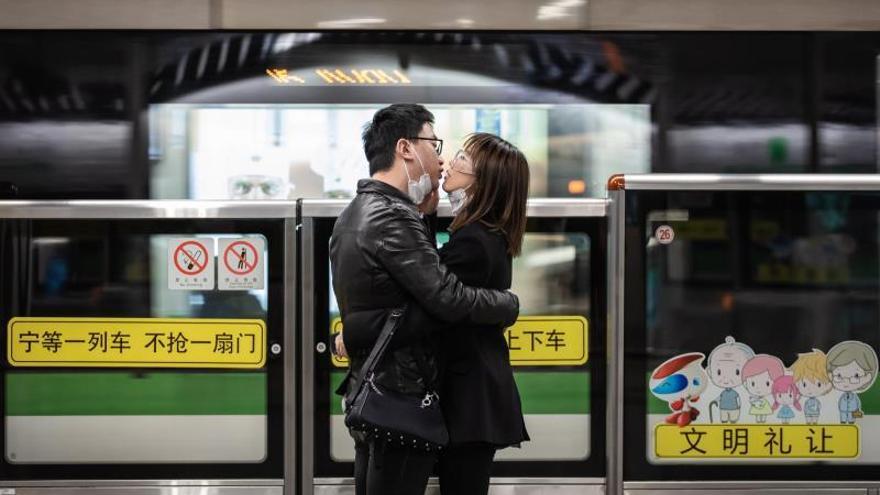El amor en tiempos del coronavirus sitúa a los amantes al borde de la ley.