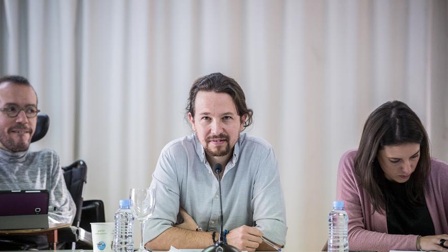 Pablo Iglesias, escoltado por Irene Montero y Pablo Echenique, antes del Consejo Ciudadano de Podemos.