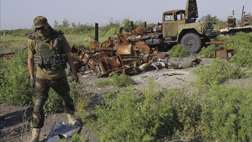 Militares ucranianos y separatistas se acusan de violar el alto el fuego