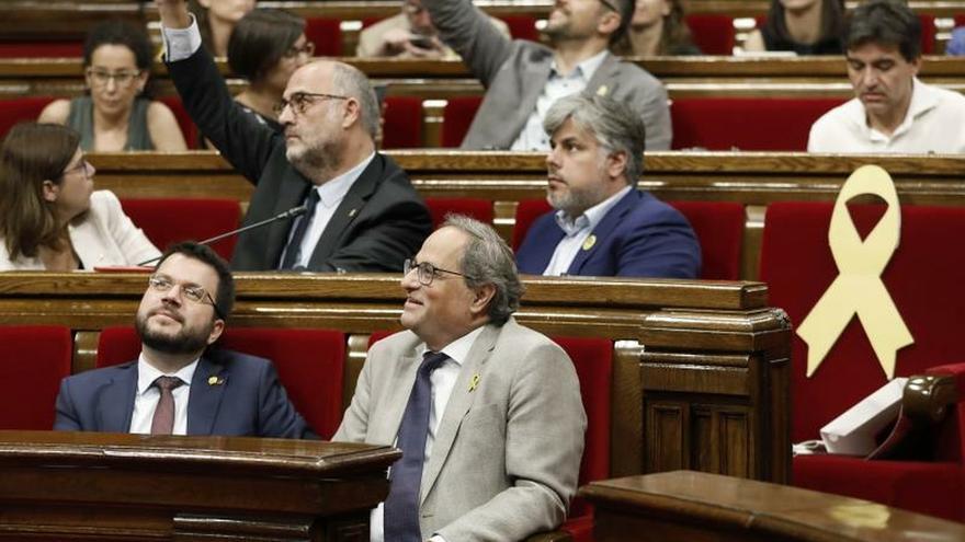 El Parlament avala la autodeterminación y vuelve a cargar contra el Rey