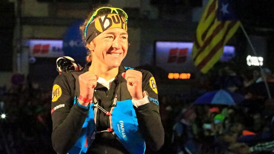 Núria Picas tras ganar el UTMB (© Franck Oddoux).