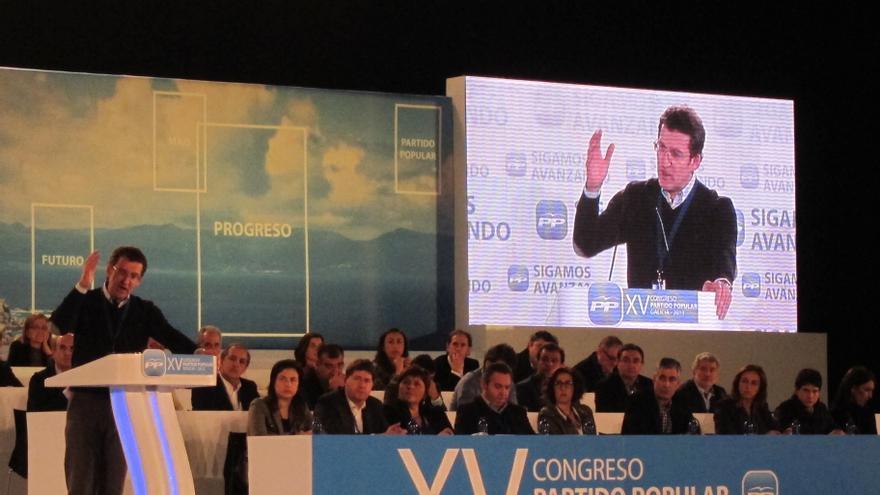"""Feijóo propone """"borrar lo que sobra"""" en política y llama a """"renovarse, seguir y ganar a la crisis"""""""