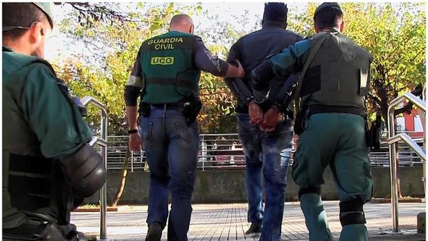 89 Detenidos y 39 mujeres liberadas en golpe a la mafia nigeriana en Europa