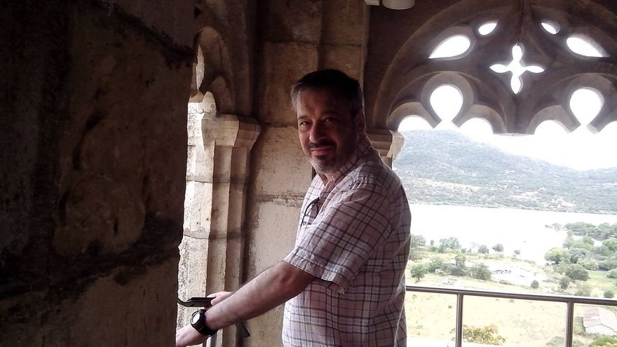 El escritor José Luis Fernández Arellano