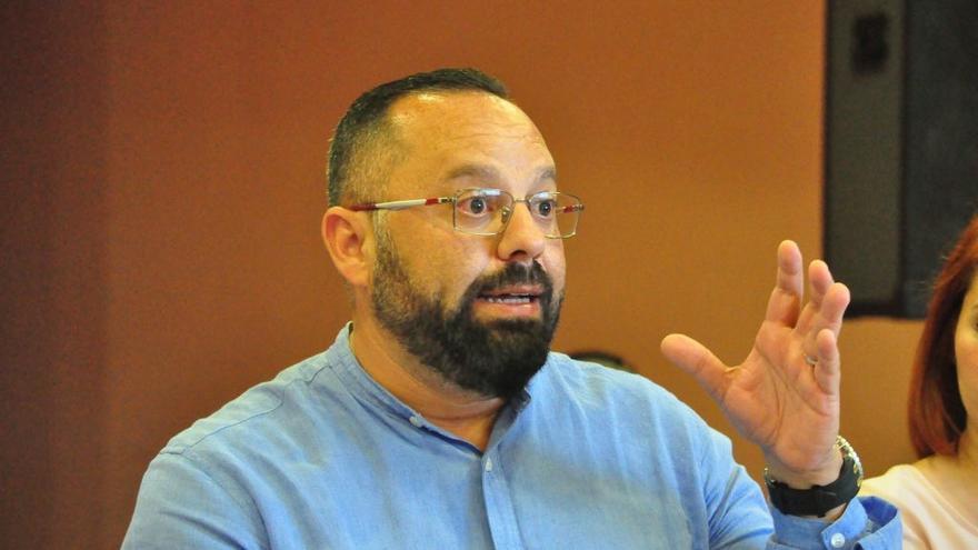 Jacinto Ortega durante la presentación pública de su candidatura Cohesión por Las Palmas de Gran Canaria.