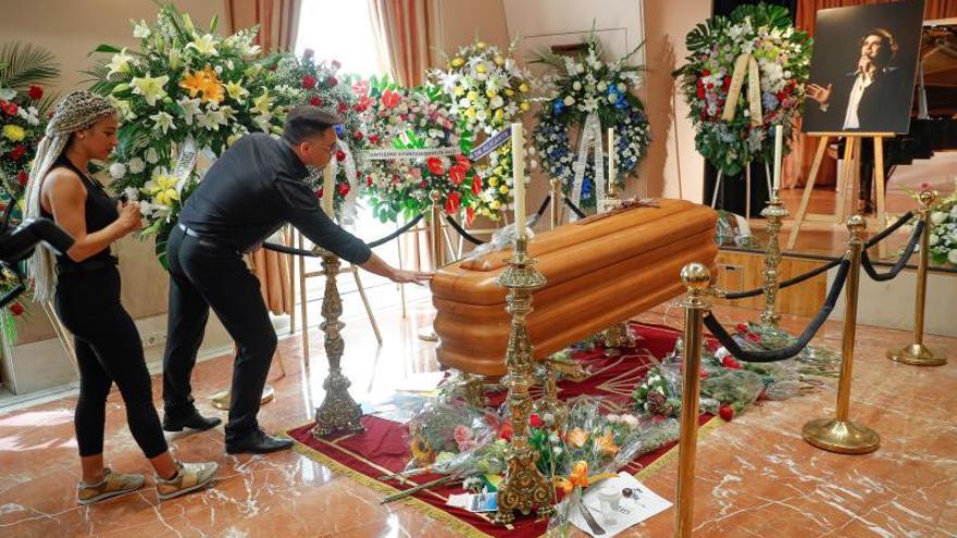 Suspenden el traslado de las cenizas de Camilo Sesto a Alcoy hasta abrir el testamento