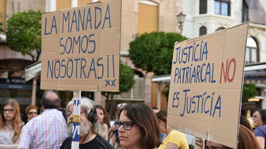 Manifestación en contra de la decisión de la libertad provisional de los miembros de 'la manada'