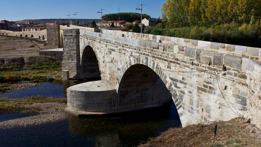 Puente medieval en la localidad de Hospital de Órbigo, en el Camino de Santiago.