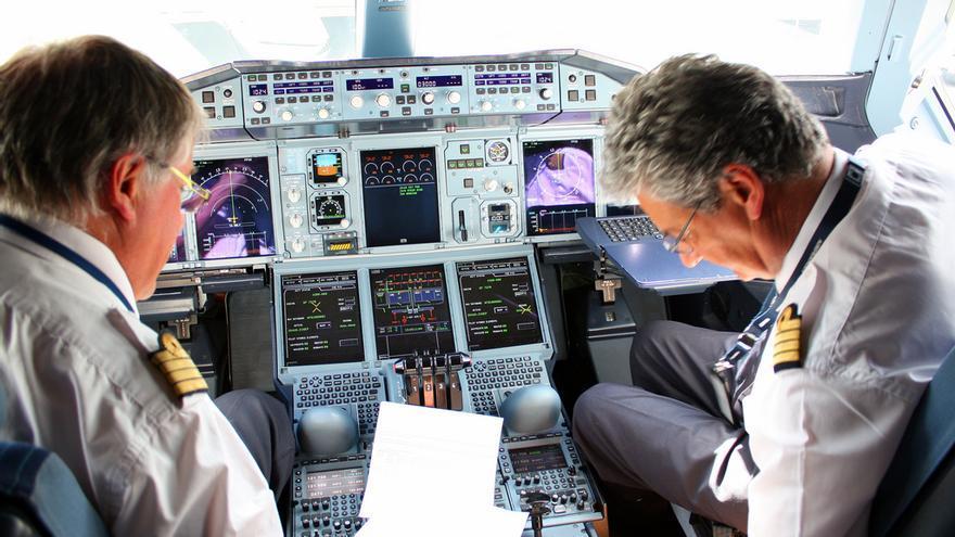Cabina de un Airbus A380. Foto: cc Andy Mitchell vía Flickr