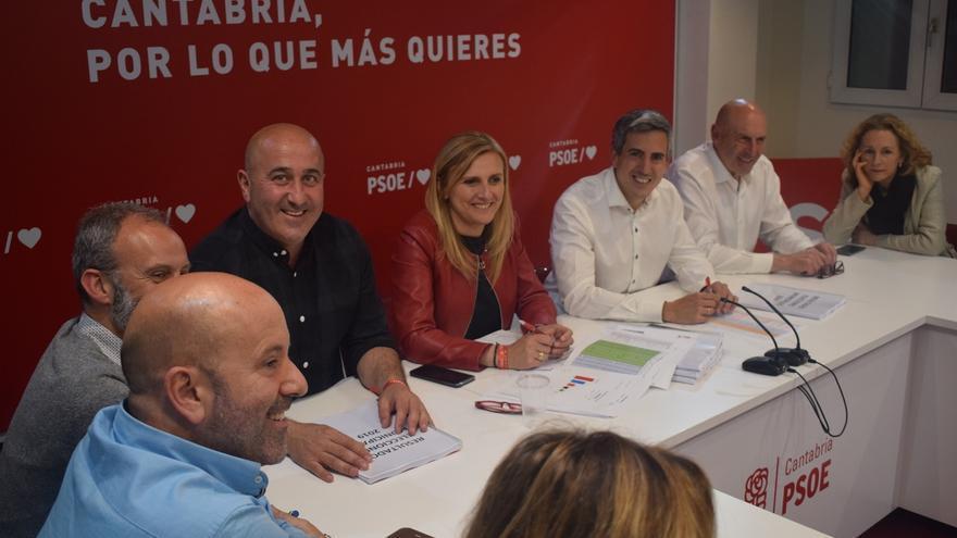 Joaquín Gómez (PSOE) presidirá el Parlamento y Emi Aguirre y Ana Obregón serán vicepresidenta y secretaria primera