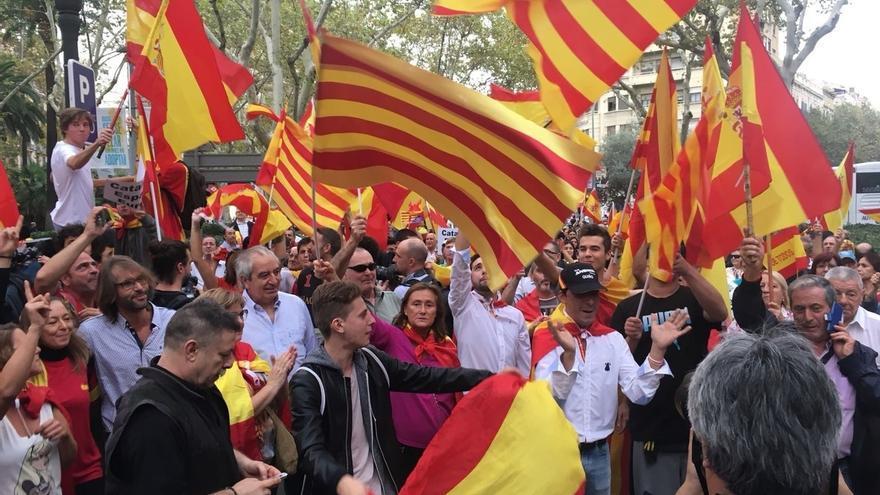 Unas 500 personas se concentran en la plaza Urquinaona de Barcelona a favor de la unidad de España