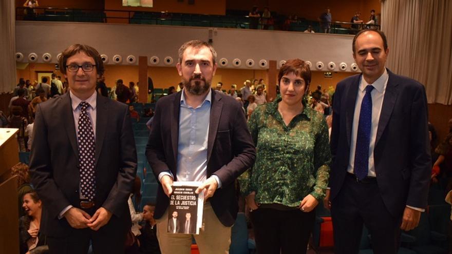 Presentación del libro 'El secuestro de la justicia' en la UM