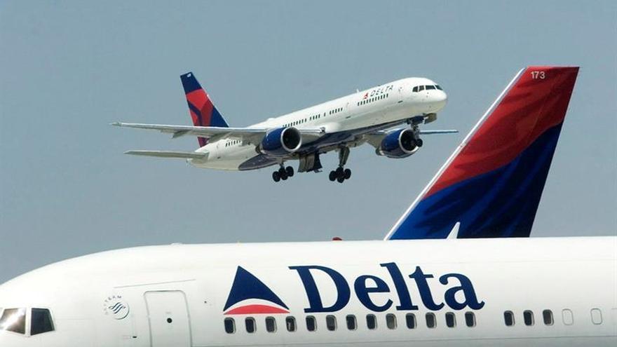 Los beneficios semestrales de la aerolínea Delta caen un 27 %