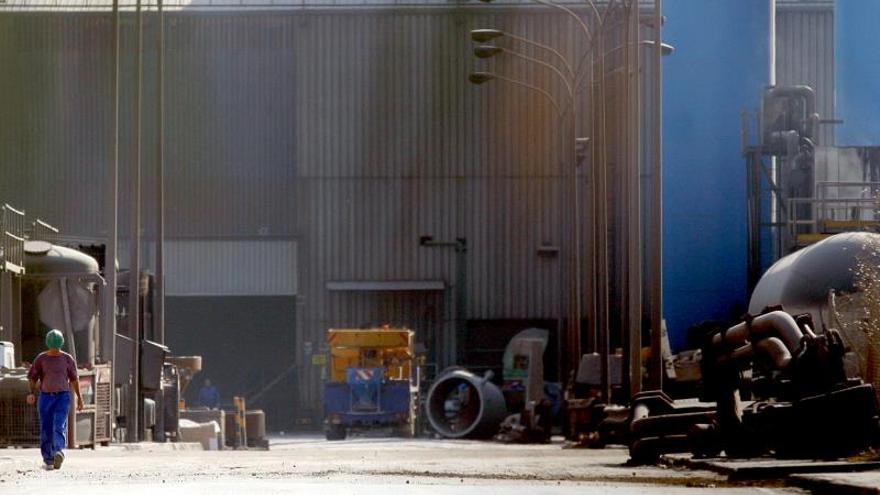 Acerinox plantea hasta 300 despidos en su factoría del Campo de Gibraltar