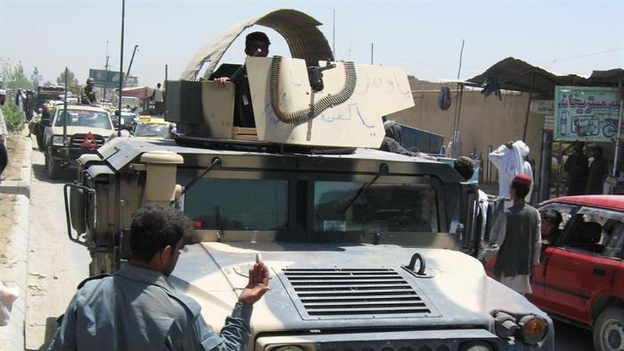 Tropas afganas liberan a 100 civiles y militares de 3 prisiones talibanas