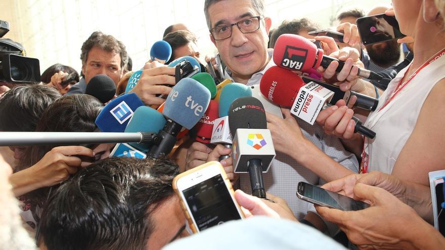 """El PSOE critica al Gobierno catalán por """"enfrentar identidades"""""""