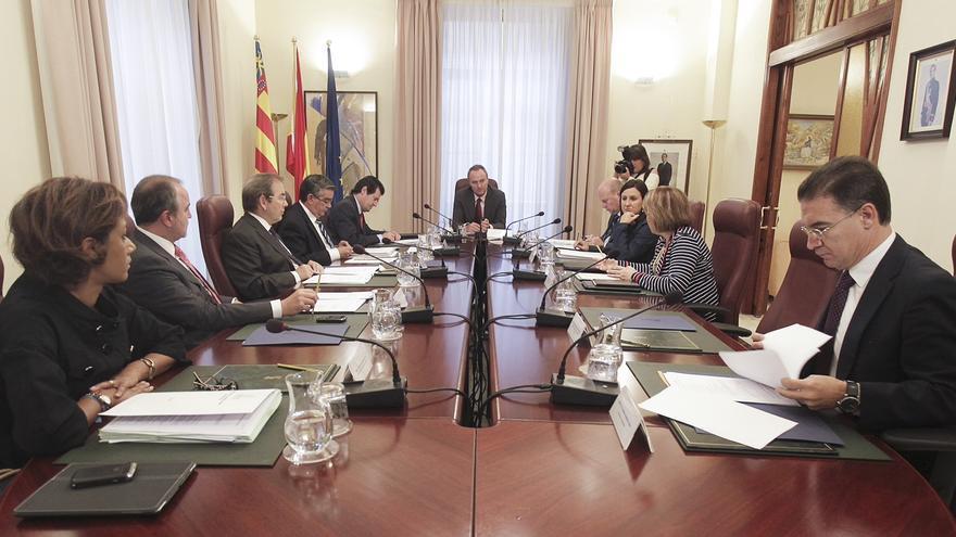 Valencia aprueba eliminar a los funcionarios la extra de Navidad y la posibilidad de jubilación parcial