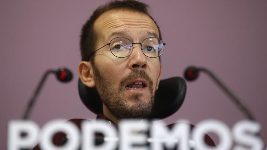 El secretario de Organización de Podemos, Pablo Echenique, en la rueda de prensa de este lunes.