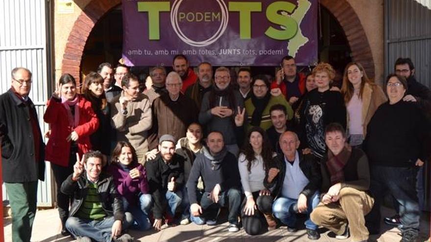 Participantes en un encuentro de Entre Tots Podem en Torrent (Valencia)