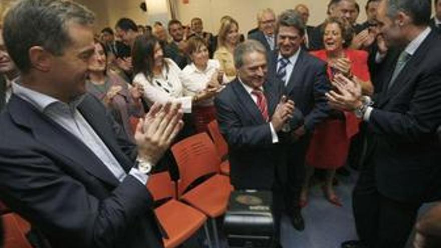 Costa condiciona el abandono temporal de sus funciones a que el PP abra una investigación interna
