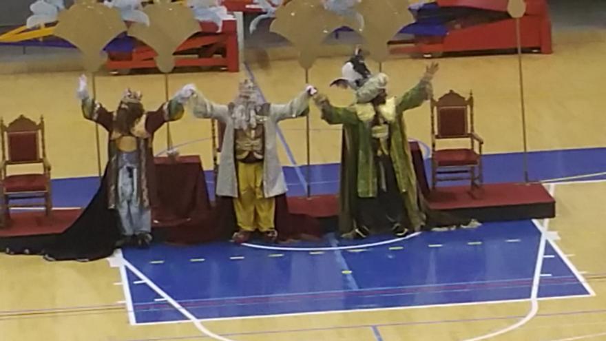 En la imagen, los Reyes Magos de Oriente en el Pabellón Rodríguez Estrello. Foto: LUZ RODRÍGUEZ