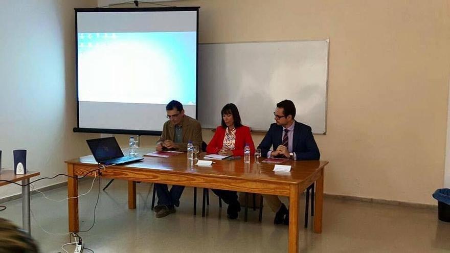 En la imagen, acto de inauguración de las primeras jornadas sobre emprendimiento e innovación en el medio rural, organizadas por el Ayuntamiento de Tijarafe.