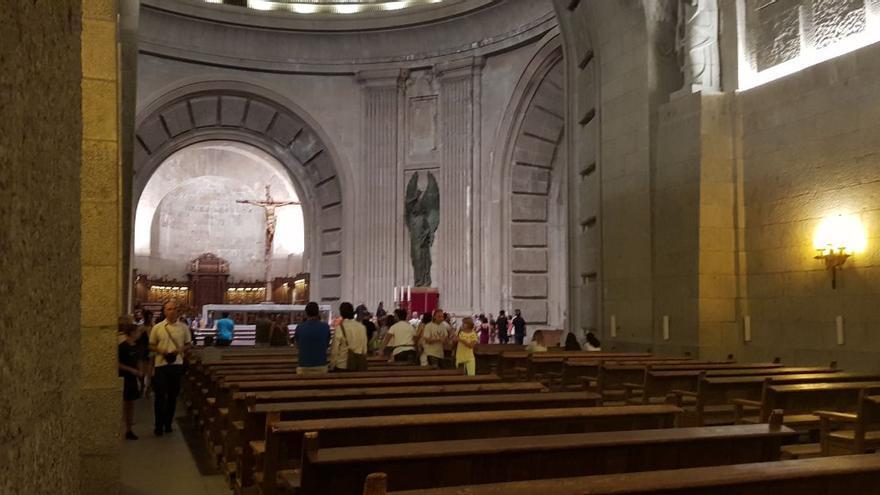 Pasillo central que recorre la novia hasta llegar al altar mayor de la Basílica del Valle.