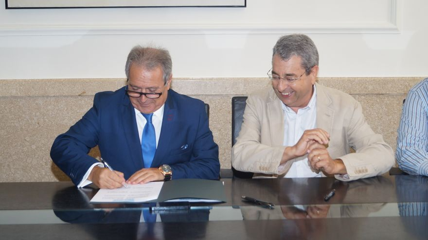 El alcalde de Montroi, el socialista Antonio Polo, junto al presidente de la Diputación de Valencia, Alfonso Rus