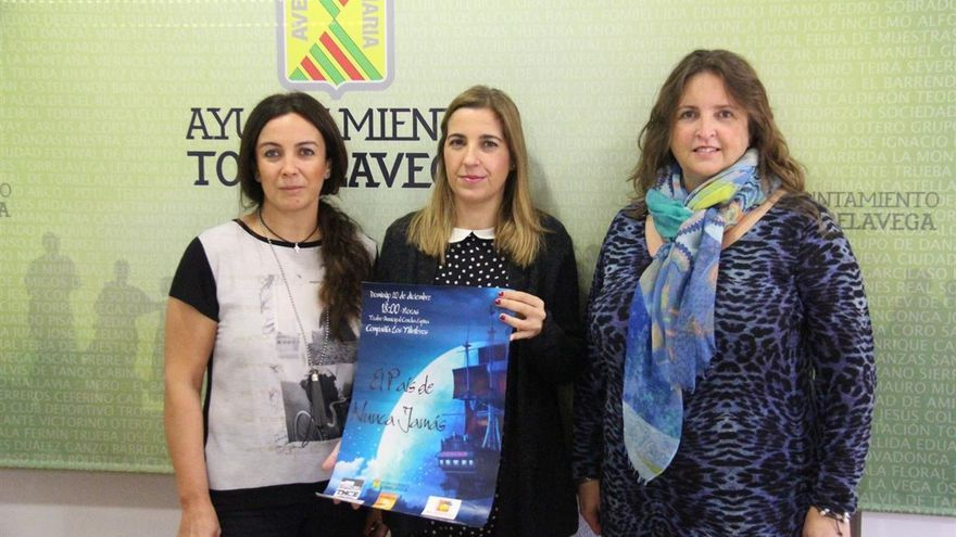 La concejala de Cultura, Juncal Herreros, ha presentado la obra junto a Mercedes Martínez y Blanca Movellán.