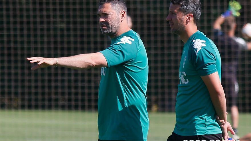 Rafa Navarro, junto a su segundo, Gaspar, en un entrenamiento | MADERO CUBERO