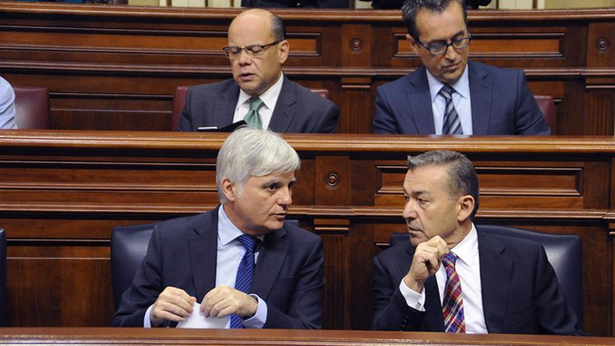 El consejero de Educación del Gobierno de Canarias, José Miguel Pérez, junto al presidente del Gobierno de Canarias, Paulino Rivero.